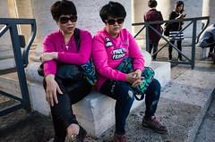 Citt del Vaticano, 2016 (Antonio_Trogu) Tags: italia italy roma rome lazio cittdelvaticano vaticano piazzasanpietro sanpietro colonnato coppia couple donne women pink twins gemelle sedute sitting streetphotography candid urban antoniotrogu ricohgr ricohgrii 2016