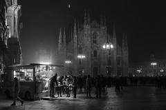 Milano - Novembre 2016 (Maurizio Tattoni....) Tags: italy lombardia milano sera nebbia autunno duomo piazzaduomo bn bw blackandwhite biancoenero monocrome leica mauriziotattoni