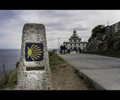 De faros de fin del mundo, kilómetros cero y caminos que terminan o empiezan (FerLinyera2) Tags: galicia faro fisterra finisterre cabodefinisterre acoruña coruña españa km0 caminodesantiago mar costadamorte