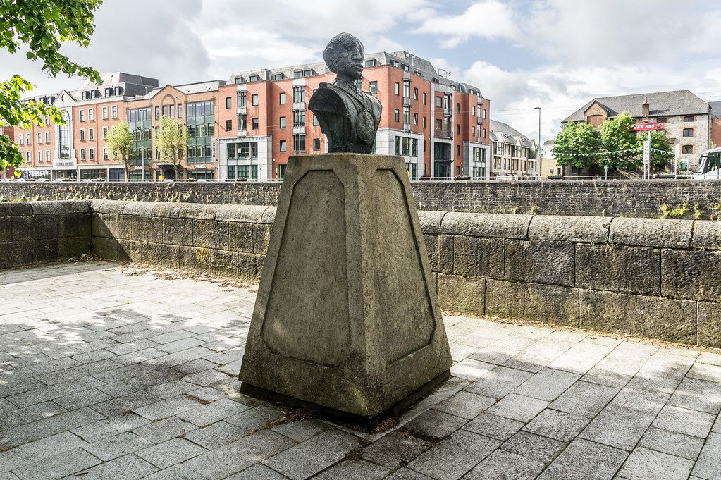 ANTI-WAR MEMORIAL ON GEORGES QUAY BY VINCENT BROWNE [THE SOLDIER]