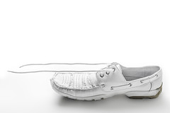 White Shoe (DanTe-Media) Tags: white photography shoe nikon shoes object flash commercial aurora product speedlight firefly shoelace d610 sb700