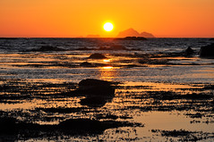 5435 Lofoten - Laukvika - Midnight sun (Docaron) Tags: sun norway soleil midnight lofoten midnightsun norvège soleildeminuit laukvika dominiquecaron