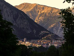 ^-^ (cнαт-ɴoιr^^) Tags: france mountains 50mm f14 berge alpen eveninglight briancon grandesalpes 20140608p1110204