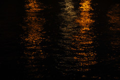 La lune tait sereine  Paris, soir du 9 aot 2014 (Stphane Bily) Tags: blur paris seine night blurred reflet nuit flou fleuve stphanebily