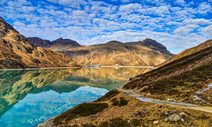 ...mountain-lake-reflection...