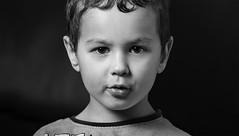 IMG_9569.1000 (sameul58) Tags: portrait nb enfant eos 60d yongnuo568exii octobox strobist eos60d ef85mmf18