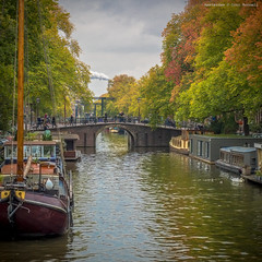 Autumn on Brouwersgracht (farflungistan) Tags: amsterdamcanals canon7d fall2016 amsterdam canal foliage holland nederland netherlands brouwersgracht