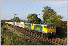 86637 & 86608, Murcott (Jason 87030) Tags: 86608 86637 murcott longbuckby northants wcml northamptonshire ts lineside field location 4l92 containers freight ditton felixstowe powerhaul powerscrawl mess livery green yellow cargo liner freightliner october 2010 sky cans class86 al6 acelcetric traction britshrail lighting light