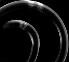 Psicologia (Danilo Mazzanti) Tags: danilo danilomazzanti mazzanti wwwdanilomazzantiit fotografia foto fotografo photos photography biancoenero blackandwhite curve vetro specchio forme minimal minimalismo lowkey chiavebassa luce nero