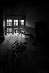 Salon (f@gra) Tags: salo livingroom galicia sony spain sigma byn blancoynegro blackandwhite arquitectura architecture abandono abandoned abandonada ventana window urbex
