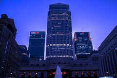 Cabot Square, Canary Wharf, London, United Kingdom (topwh) Tags: cabot square cabotsquare canary wharf canarywharf london ldn united kingdom unitedkingdom greatbritain great britain londonisopen is open dusk sunrise hsbc citi one canada onecanadasquare water fountain