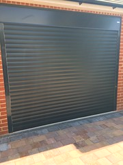 Matching front door and SWS Roller door in anthracite