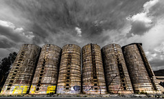 Silos casi alegres (Tanty.) Tags: silos nubes cut out grafiti viejo ruinas sanvicente losandes chile grano antiguo ruina abandonados blanco y negro monocromtico aire libre arquitectura edificio patrn
