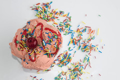 strawberry ice cream - with cherry and topping candy sparks (WarrenChristopherChirinosPinedo) Tags: ice cream helado gelato strawberry fresa vainilla rain topping candy hearts sparks cold food delicious lens chocolate fudge