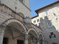 PERUGIA.Umbria.Italia.04-2014.Palazzo dei Priori.Plpito.15 (joseluisgildela) Tags: italia perugia umbria palacios