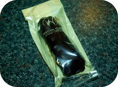 William Curley Nostalgia Hazelnut Raisin Caramel Bar (lotochoc1) Tags: caramel raisin hazelnut amedei darkchocolate toscano williamcurley chocolatereview