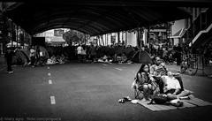 Downtime at the Bangkok Protests (la pinguera) Tags: street family blackandwhite bw thailand calle asia southeastasia bangkok protest thaïlande protesta protests vignette activists protesters asean 2014 shutdown activistas chulalongkorn antigovernment thaksin shinawatra yingluck