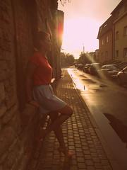 . (niebanalna) Tags: woman sun girl smile face sunglasses legs portret portraid słońce twarz dziewczyna okulary nogi kobieta uśmiech szpilki