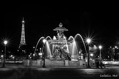 Tour Eiffel et Fontaine - Paris - France (vlegallic) Tags: blackandwhite bw black paris france night noir ledefrance nightshot noiretblanc eiffeltower eiffel toureiffel concorde fontaine placedelaconcorde parisbynight urbannightshot parislanuit fontainedesfleuves