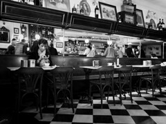Antonio Martínez Pérez V (antoniomape) Tags: street bar fuji bn fujifilm streetphoto salamanca cafetería x20 bares fujix20