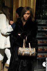 2385 (levosama1) Tags: lady fur furcoat elegant dame highsociety pelz upperclass