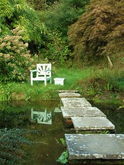 Tranquility (Oxford Murray) Tags: chair tranquil churchill peacefull chartwell oxfordmurray nationaltrust kent waterfeature steppingstones