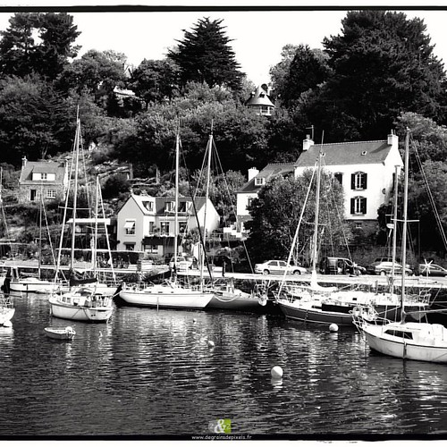 A L'OUEST|4/20| more : http://ow.ly/QWef304YPhV #B&W #britain #landscape #sea #fishing port  #windmill #montsaintmichel #blackandwhitephotography #portdepeche #bretagne #belleileenmer
