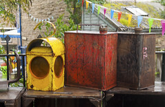 Latas (Oscar F. Hevia) Tags: antigedades latas linterna hojalata antiques cans lantern tin hayonwey powys wales gales uk unitedkingdom granbretaa reinounido antigedades granbretaa