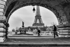 Paris 2016 - Pont Bir Hakeim [EXPLORED] (cesbai1) Tags: paris france 2016 novembre november pont bir hakeim bridge seine river ledefrance fr noir blanc black white bw nb inexplore explored