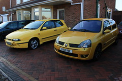 LY 182 29-11-16 005 (AcidicDavey) Tags: liquid yellow renault renaultsport clio 182 ly fiat bravo hgt 155 broom
