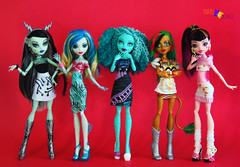 Movie Day (PurpleandOrangeMH) Tags: monster high doll reroot frankie draculaura cleo clawdeen spectra lagoona operetta rochelle venus orange purple punta arenas chile dolls custom jackson clwd hotl hit sirena nefera ooak repinted hair pink black moucedes peri pearl we welcome