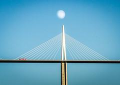 Camion rouge (pimoulin) Tags: pont camion rouge hauteur auban millau aveyron lune
