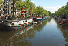 Brouwersgracht, Amsterdam (nisudapi) Tags: 2016 europe holland netherlands amsterdam canal brouwersgracht boat barge houseboat reflection jordaan