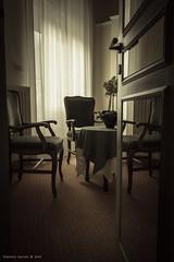 Entrare in una stanza e... (Eleonora Cacciari) Tags: entrareinunastanzae eos1200d eleonoracacciari ecacciari canon canoneos1200d stanzaconlucesoffusa rivadelgarda lucesoffusa ordine reallytidy poltrone sedie chairs table