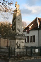 "Monument aux morts • <a style=""font-size:0.8em;"" href=""http://www.flickr.com/photos/125520774@N03/14513280040/"" target=""_blank"">View on Flickr</a>"