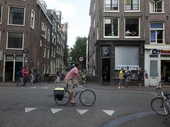 Amsterdam (mi chiel) Tags: holland netherlands amsterdam centre thenetherlands bikes coffeeshop tourists drugs centrum ams haarlemmerstraat 020 fietser toeristen coffeeshopdamprking