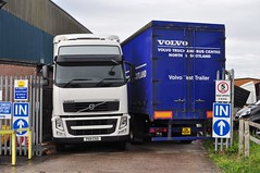 I'm stuck here! Help me please! (Raymondo166) Tags: people test white bus truck volvo truth pretty stuck no cab bad used using stop both trailer chassis their reg without carlisle fh bit entry permission beside certainly sneaking globetrotter cso predicament gaining 6x2 cabbed px11
