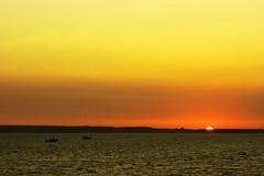 Taiwan,Penghu─down to horizon (Johnson Hung) Tags: light sunset sea sky cloud sun weather skyline canon landscape eos scenery cloudy taiwan efs1855mm formosa penghu seaview pescadores penghuislands magong canoneoskissx2 projectweather