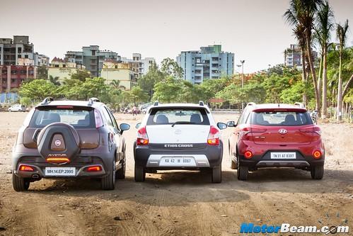 Hyundai-i20-Active-vs-Fiat-Avventura-vs-Toyota-Etios-Cross-10