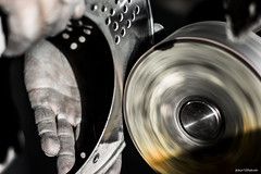 Feltrino (Fabio75Photo) Tags: ruota feltro lavoro mano luce lucidare irelm work lucidatura metalli alluminio inox acciaio mola vite fori pulitrice operaio man uomo black scuro nero