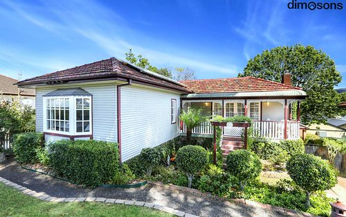 28 Stanleigh Crescent, West Wollongong NSW 2500