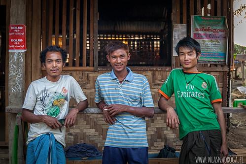Wiecznie uśmiechnięci Birmańczycy