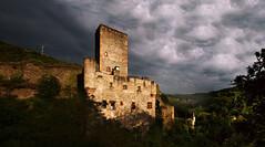 Belcastel couleur (elenas_1) Tags: belcastel aveyron sudouest france château panorama ciel nuages bâtiment architecture villagemédiéval voyage tourisme extérieur ruines