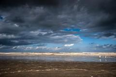 Litoral sul (felipe sahd) Tags: beach praia litoralsul peruibe sãopaulo brasil oceanoatlântico pessoas mar