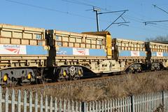 501054 Kingsthorpe 041216 (Dan86401) Tags: 501054 501 mra mraa sidetipping bogie open ballast wagon thrall freight nr networkrail engineers departmental infrastructure wilsonscrossing kingsthorpe northampton wcml 6r06