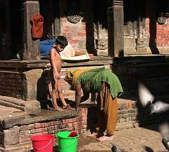 NEPAL, Kathmandu - unterwegs in der Altstadt, Waschtag,  15024/7655 (roba66) Tags: brunnen wäsche wachenn boy child frau women femme reisen travel explore voyages urlaub visit roba66 nepal asien südasien asia city stadt capitol kathmandu durbarsquare building architektur architecture arquitetura kulturdenkmal monument haus house häuser bau fassade façade platz places historie history historic historical geschichte urban tourism capital cityscape junge kind