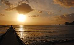 Future Perfect (jcc55883) Tags: ocean sky clouds hawaii nikon waikiki oahu horizon pacificocean waikikibeach yabbadabbadoo d40 waikikisunset kapahulugroin nikond40