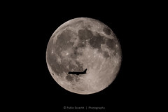 Fly me to the Moon (esvertit) Tags: moon airplane fullmoon abigfave supermoon potd:country=es