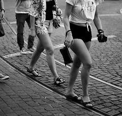 (mgkm photography) Tags: street travel cidade urban blackandwhite bw woman black blancoynegro tourism portugal monochrome 50mm calle nikon europe bokeh lisboa lisbon candid streetphotography gimp verano linux verão streetphoto rua lissabon turismo pretoebranco lisbona blackandwhitephotography streetshot bairroalto urbanphotography pretobranco travelphotography lisboetas monochromephotography fotografiaurbana lisboanarua blackwhitephotos ptbw opensourcephotography ilustrarportugal d7000 bokehphotography europeanphotography streettogs streettogs bnwportugal