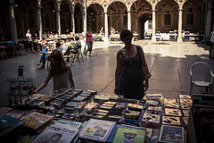 Martine visite Lille (avec Juliette) (Gilderic Photography) Tags: street city trip travel light shadow people woman france girl silhouette architecture canon eos kid europe child books ombre lumiere lille bourse rue enfant fille march halle livres ville martine clairobscur 500d gilderic